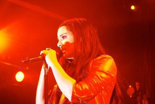 JoJo Singing