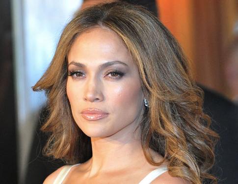 Bài viết Jennifer Lopez gây chiến với Jennifer Aniston