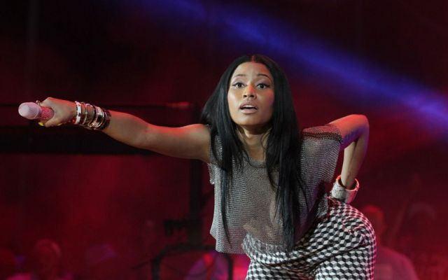 Gossip, Nicki Minaj mostra il seno durante un concerto (foto)