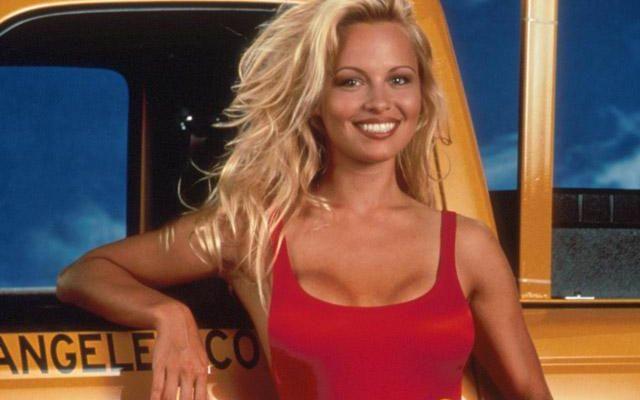 Pamela Anderson diventa poetessa e dedica dei versi lunghissimi al marito